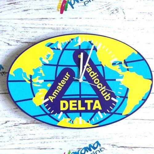 Часы с логотипом Дельта